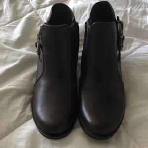 Baretraps booties brown size 71/2